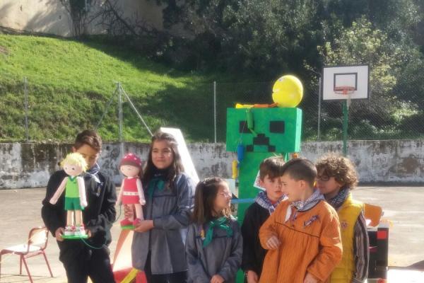 Los alumnos y profesores del colegio de Millares celebran las Fallas