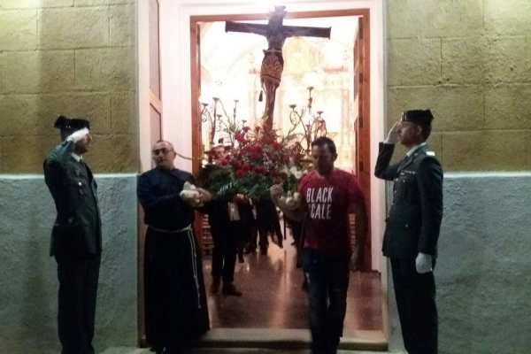 procesion-del-santo-entierro-78DB2FD95-DE7D-8B27-8479-3948F8707109.jpeg